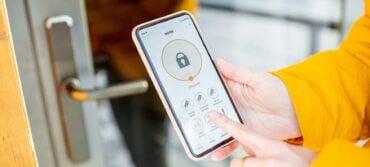 5 Best Keyless Door Locks 2021 – Secure, Remote & Voice Controlled